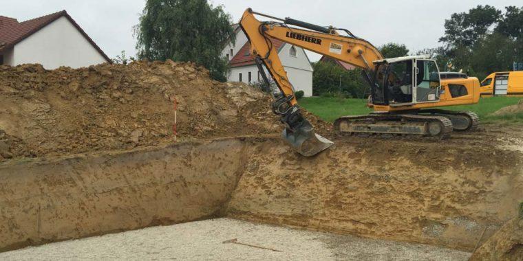 Firma Hilger, ausheben einer Baugrube.