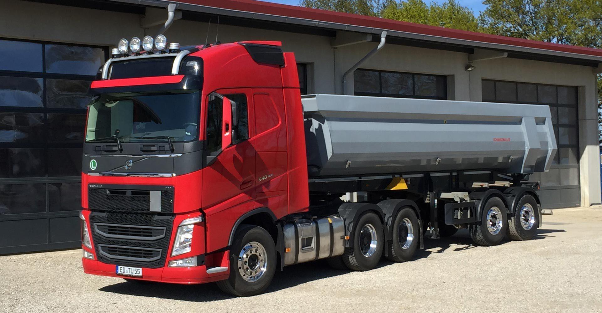Lastwagen der HIlger Tiefbau GmbH