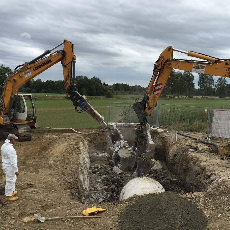 Abbrucharbeiten durchgeführt von Hilger Tiefbau bei Erding.