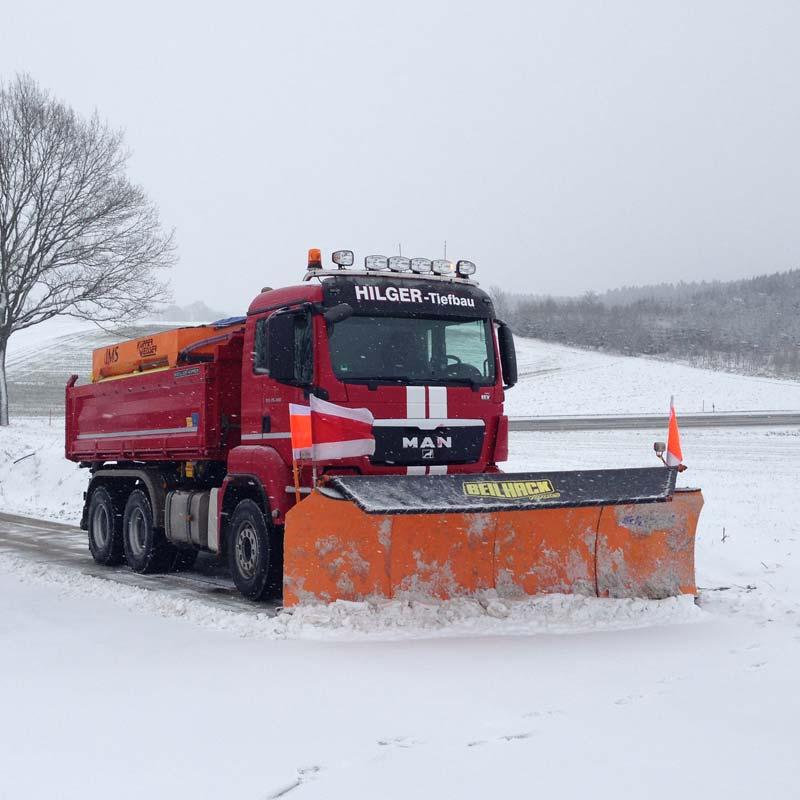 Der Winterdienst von Hilger Tiefbau im Einsatz.