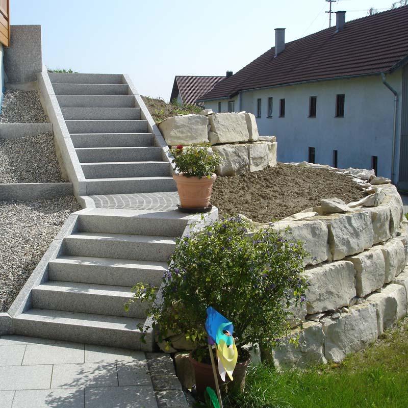 Neue Treppe im Garten.