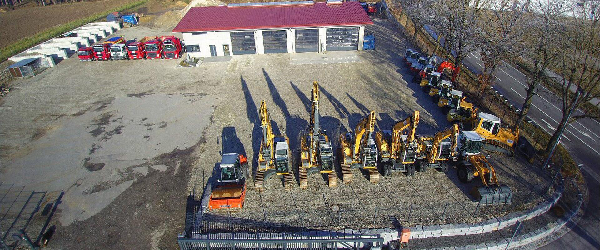 Das Firmengelände der Hilger Tiefbau GmbH von oben. Aufnahme im des Geländes im Winter.